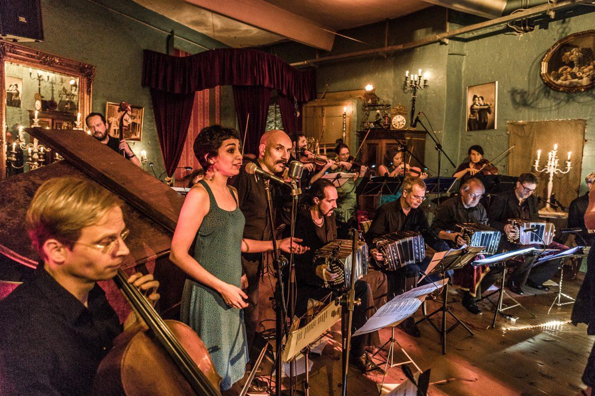 Live Tango Musik und Tanz im Autoscooter